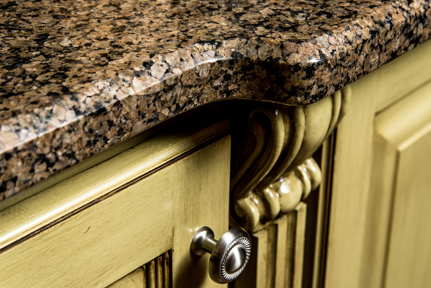 Tropic Brown Granite Countertops are a great contrast with earthy greens and browns